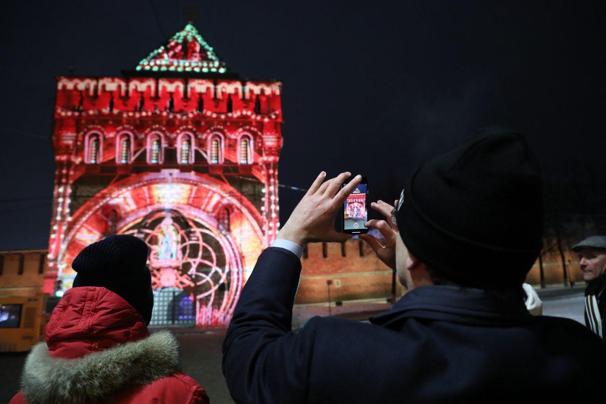 НаДмитриевской башне Нижегородского кремля появилась 3D-инсталляция: делимся самыми яркими кадрами