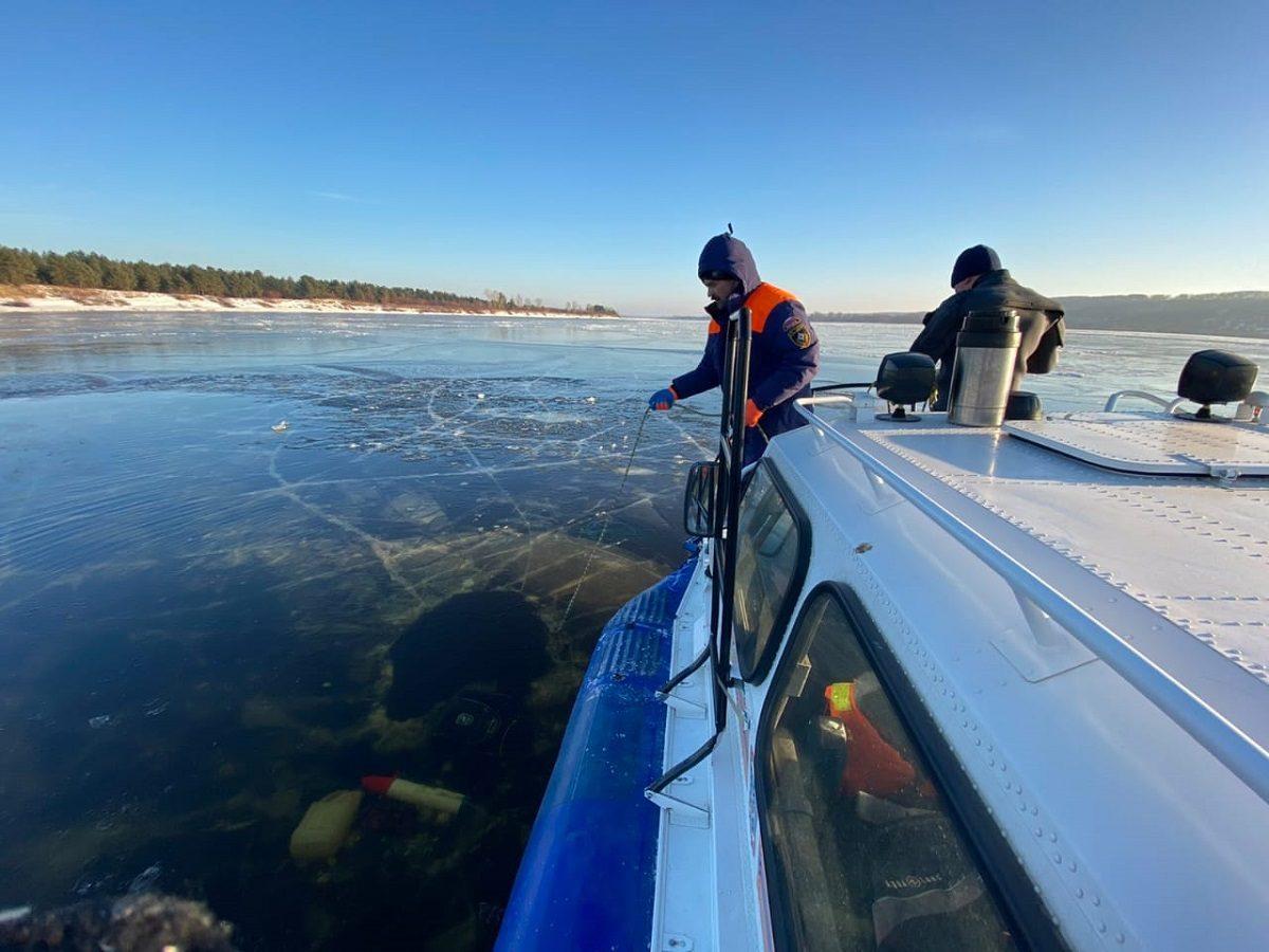 Двух рыбаков, провалившихся под лед на снегоходе в Борском районе, нашли погибшими