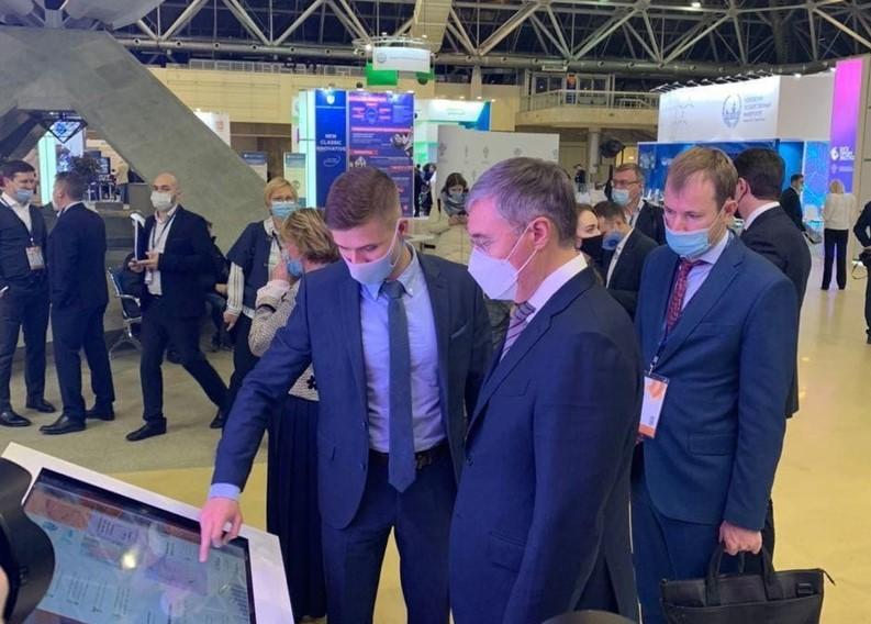 Министр науки и высшего образования РФ Валерий Фальков посетил стенд нижегородского НОЦ на выставке «ВУЗПРОМЭКСПО»