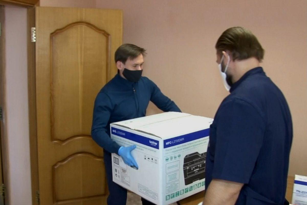 Дзержинской больнице передали новую оргтехнику для создания единого колл-центра