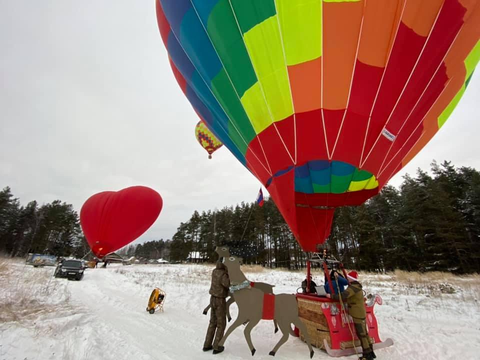 Дед Мороз пролетел над Семеновым на большом воздушном шаре