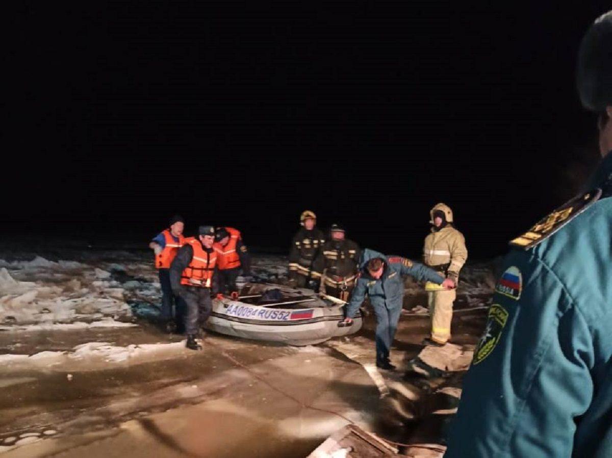Сотрудники МЧС спасли 13-летнюю девочку, застрявшую на льду Волги в Кстовском районе
