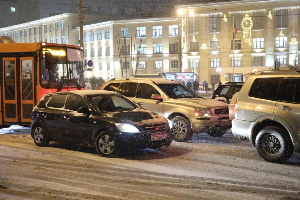 Апокалипсис на дорогах: Нижний Новгород встал в 9-бальных пробках