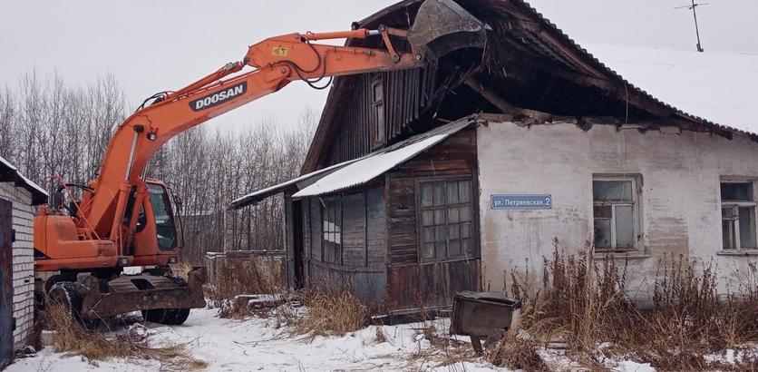Три аварийных дома расселили на Автозаводе