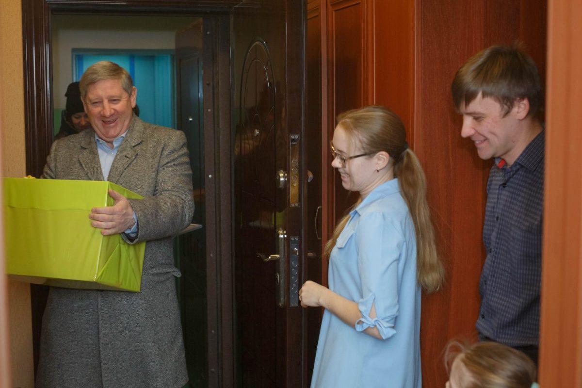 Андрей Чертков в новогодние каникулы побывал в гостях у молодой семьи Филоновых