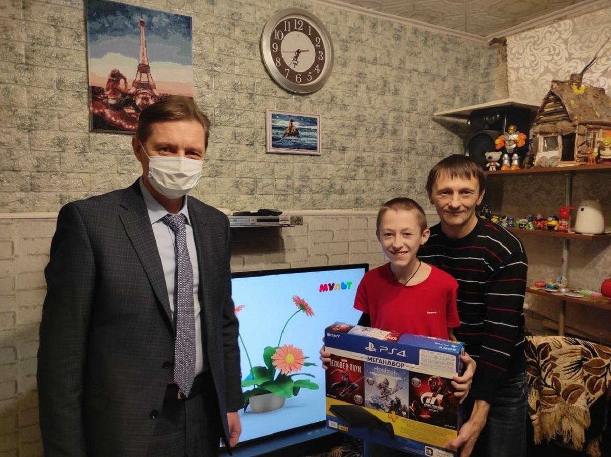 Юрий Хабров исполнил новогоднюю мечту 13-летнего дзержинца