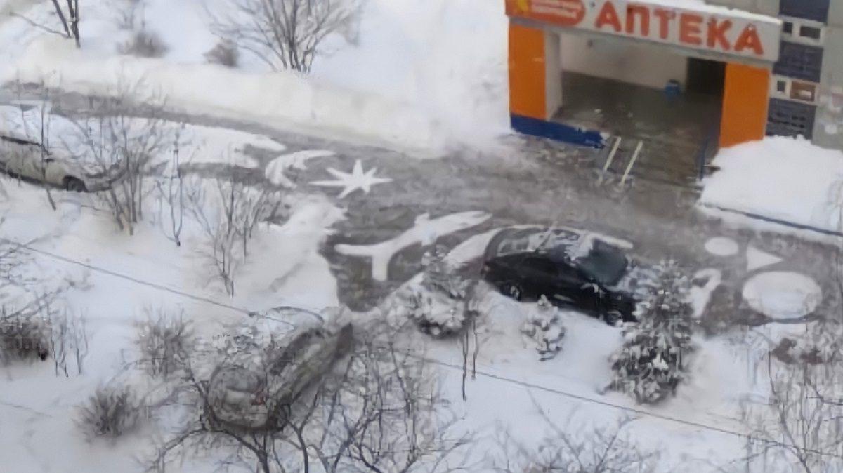 Винсент Ван Двор: нижегородский дворник нарисовал картину на снегу