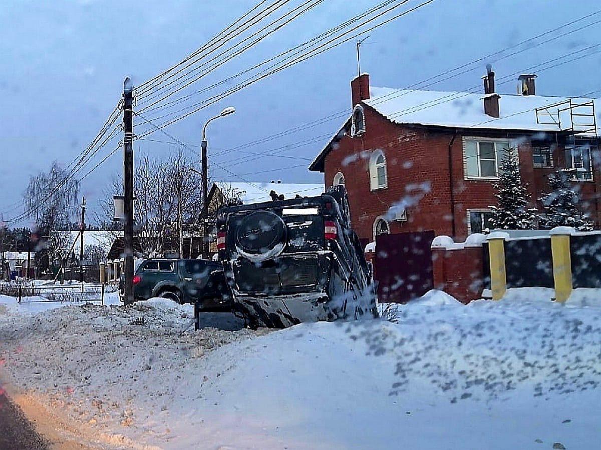 Машина сделала «сальто в сугроб» под Нижним Новгородом