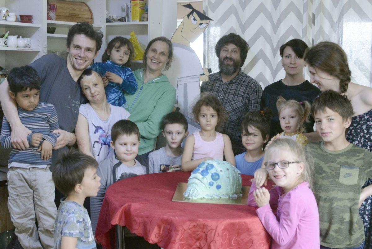 «Ты от меня можешь отказаться, а я от тебя не откажусь»: многодетная мама из Нижнего Новгорода поделилась трудностями воспитания приемных детей