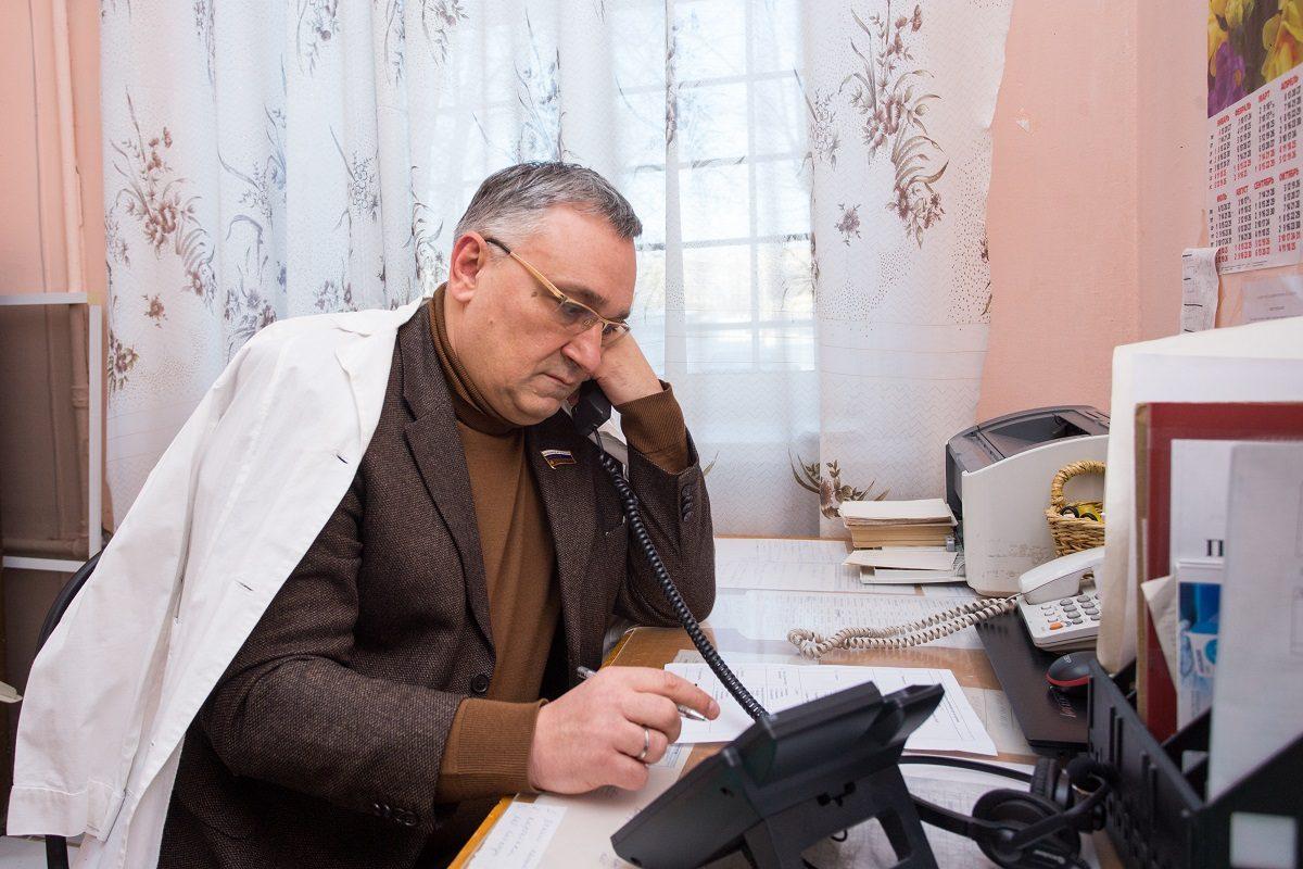 Депутаты дежурят в качестве волонтеров в медицинских учреждениях Нижегородской области