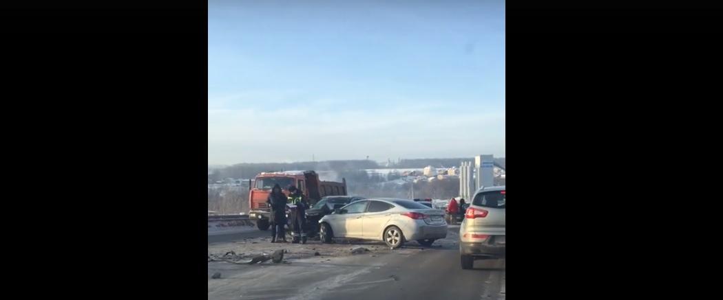Массовая авария произошла на подъеме в сторону Афонино