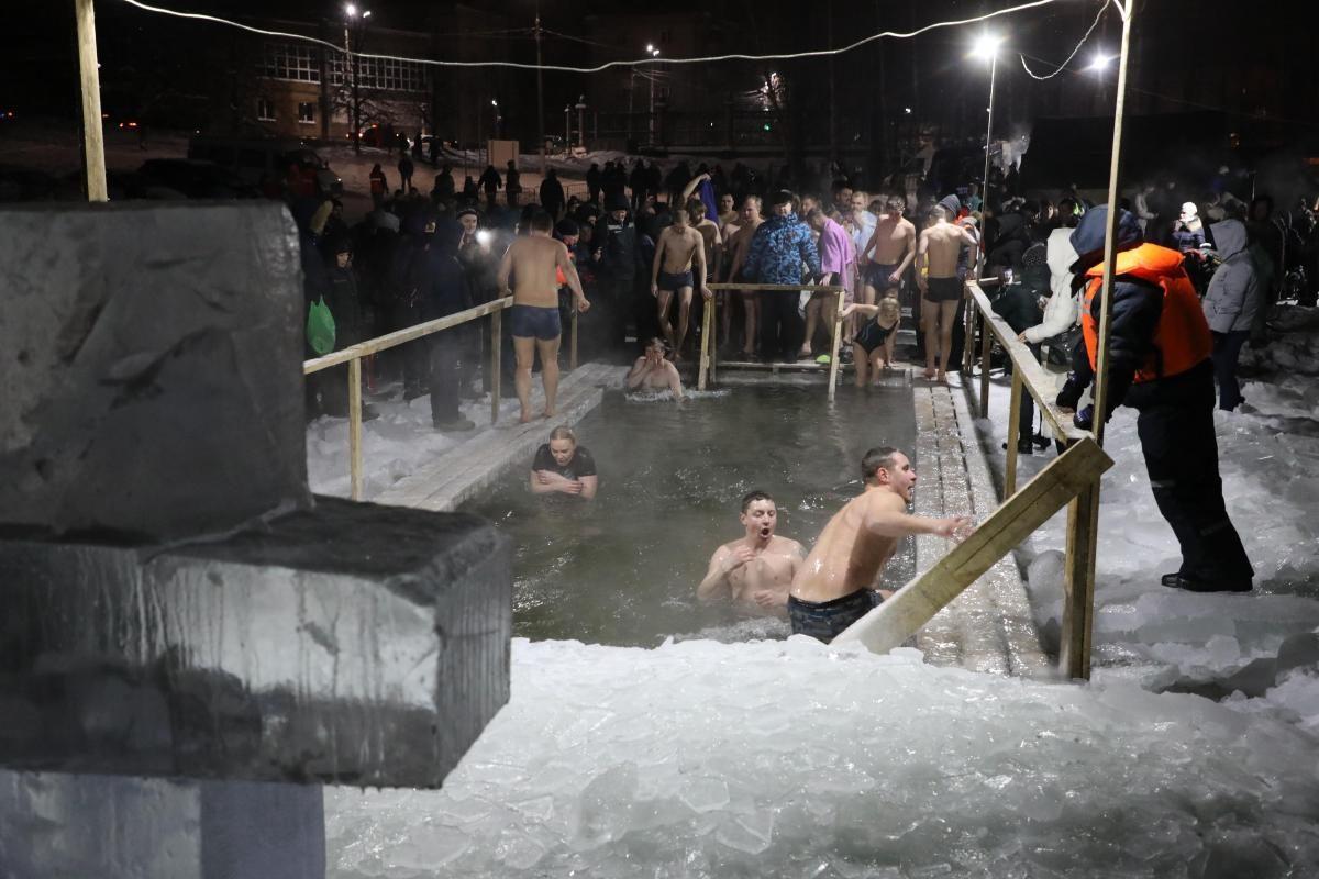 Известные нижегородцы рассказали, почему ныряют в прорубь в Крещение