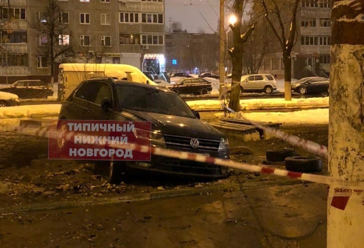 Иномарка провалилась под землю из-за аварии на теплосетях в Автозаводском районе