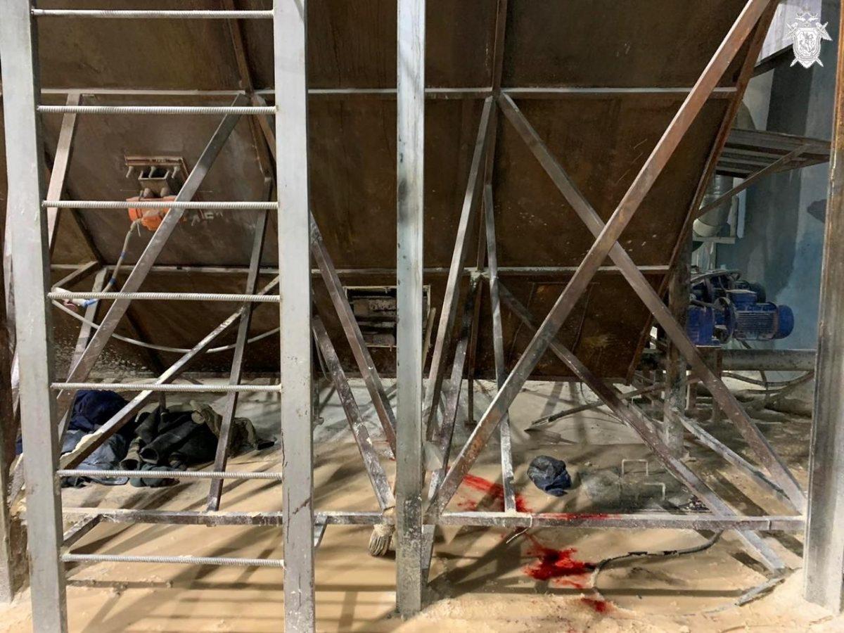 Электрогазосварщика в Кстовском районе затянуло в работающее оборудование