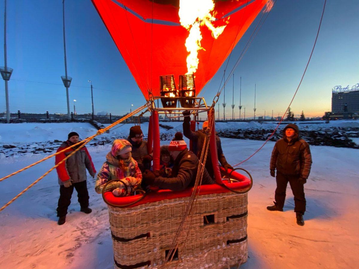 Инвалиды-колясочники поднялись над ярмаркой на воздушном шаре