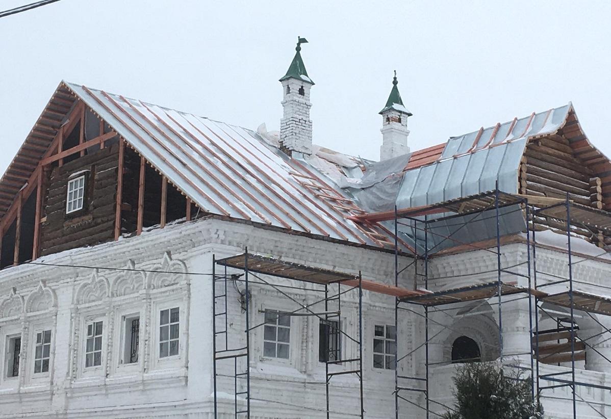 Палатам Олисовых вернут исторический вид после ремонта кровли