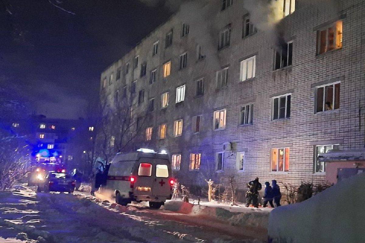 Мужчина выпрыгнул из окна горящей квартиры в Дзержинске