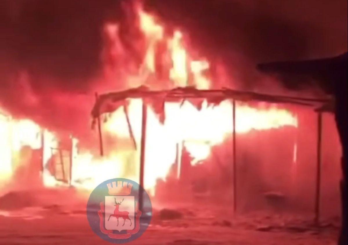 Крупный пожар произошёл на Канавинском рынке