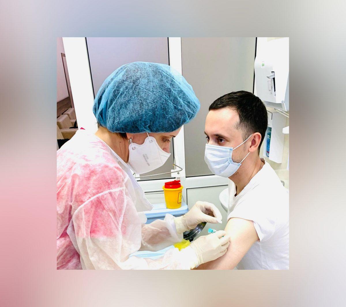 Давид Мелик-Гусейнов прошел вакцинацию от коронавируса