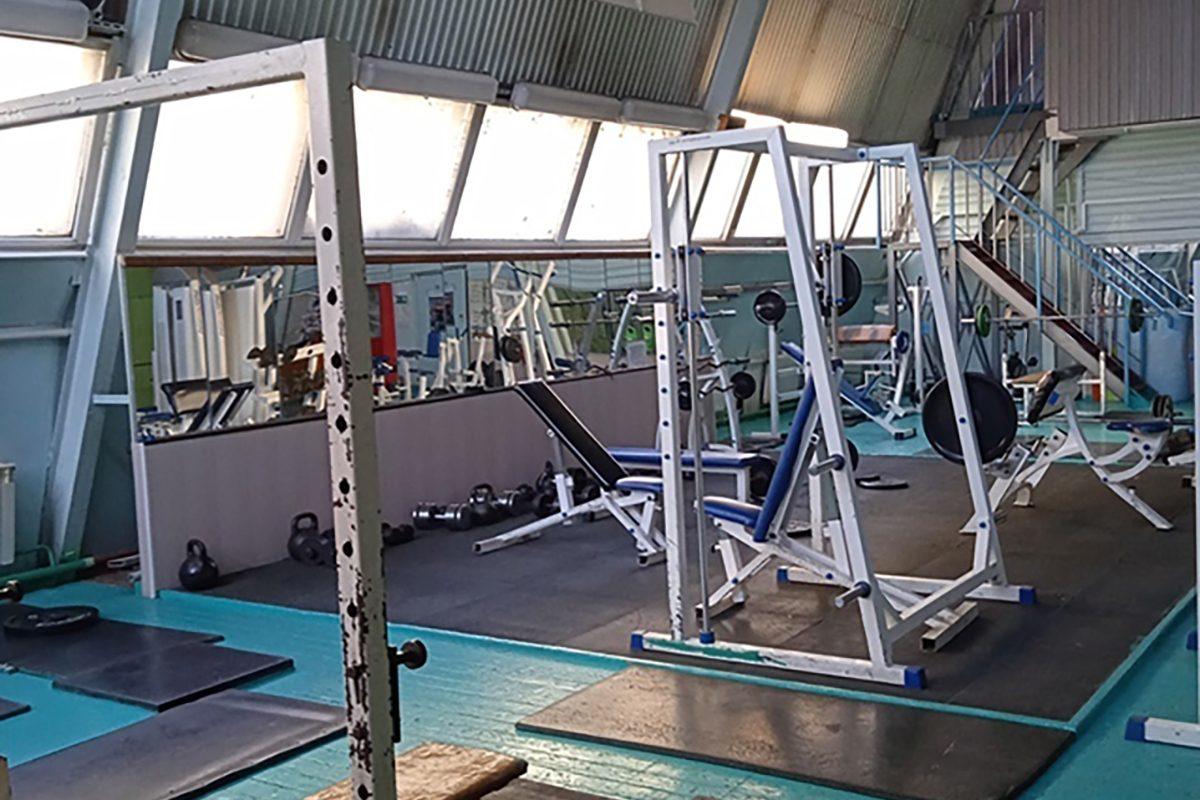 Спортивную школу на Автозаводе отремонтируют после жалоб общественников