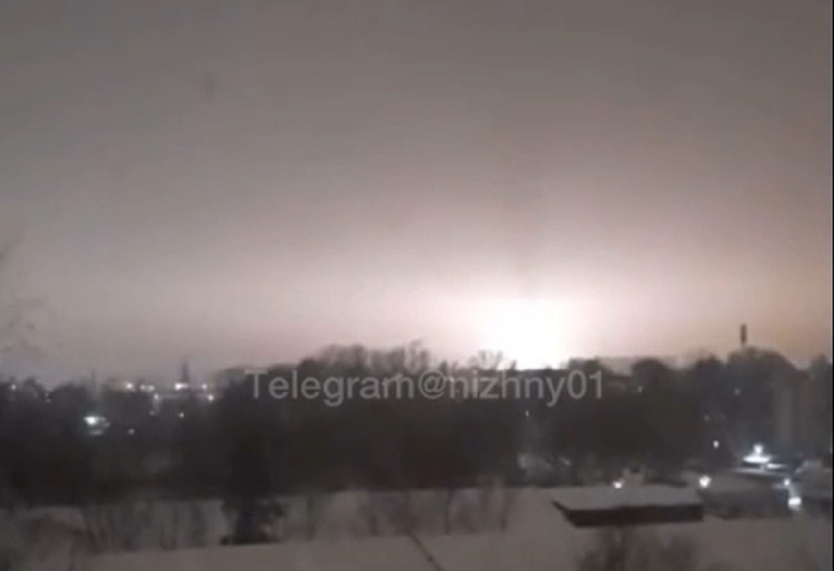 «Берите шапочки из фольги»: нижегородцы заметили странное свечение в небе над заводом «Сокол»