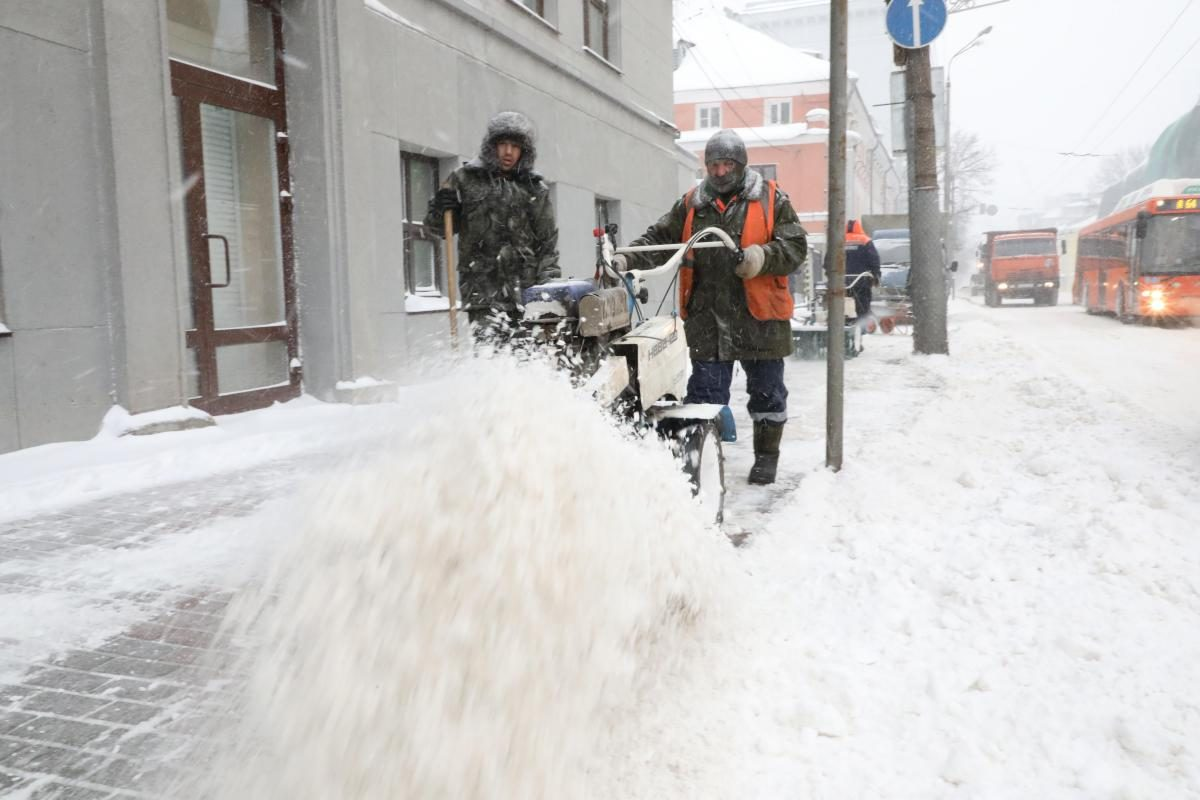 Прокуратура внесла представление главе Нижегородского района за нечищеные парковки для инвалидов