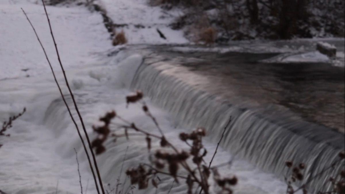 Незамерзающий водопад впечатлил нижегородцев в Зеленом городе