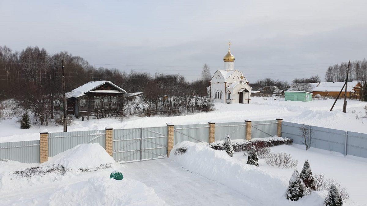 Волонтеры очистили двор больницы от снега в Нижнем Новгороде