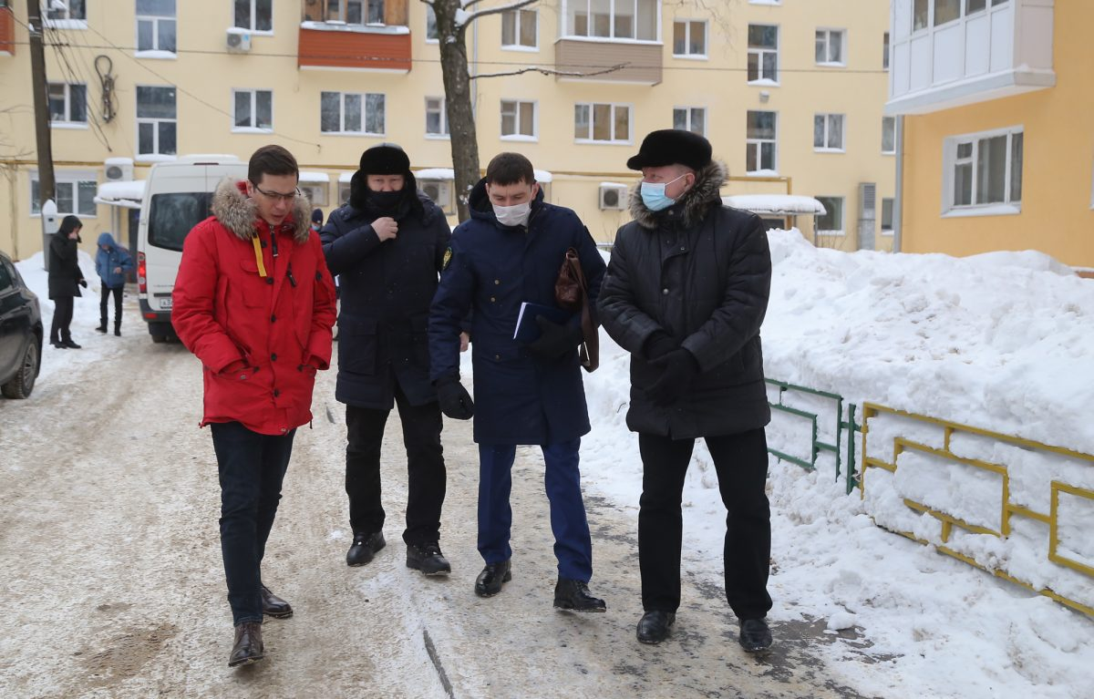 Во дворах Советского района проверили уборку снега после жалоб нижегородцев