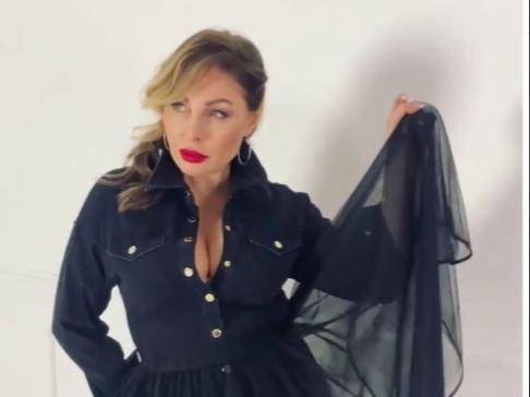 «Неприлично красива»: Наталья Бочкарева поделилась бэкстейджами с откровенной фотосессии