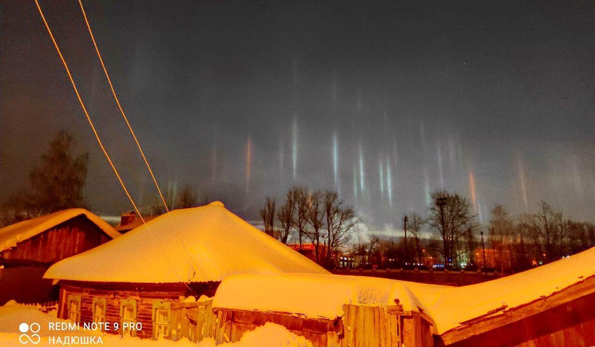 Нижегородцы запечатлели световые столбы в разных районах области