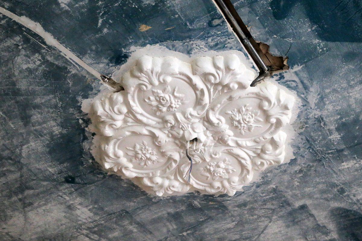 Уникальную старинную лепнину обнаружили реставраторы в музее Н.А. Добролюбова