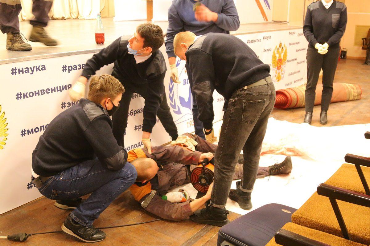 Нижегородские спасатели провели урок мужества для студентов Университета водного транспорта