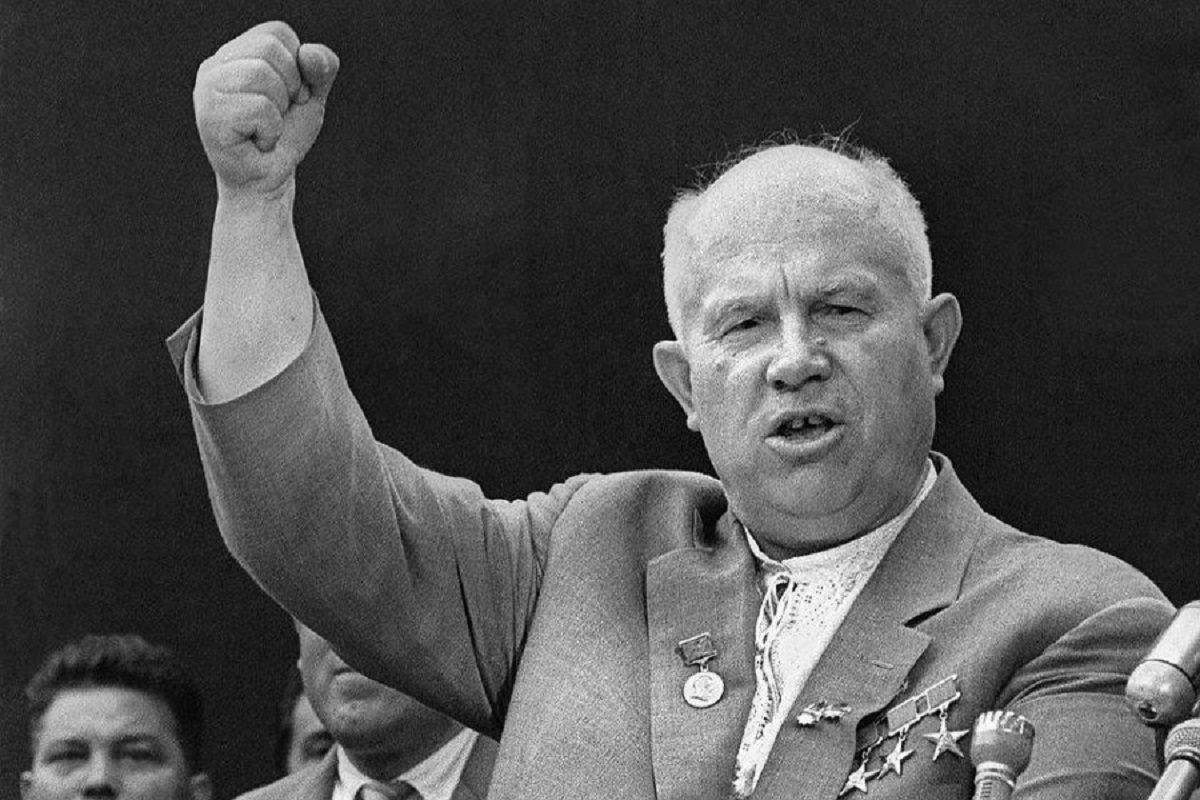 Хрущом по голове: зачем великий кукурузник решил «разоблачить» Сталина