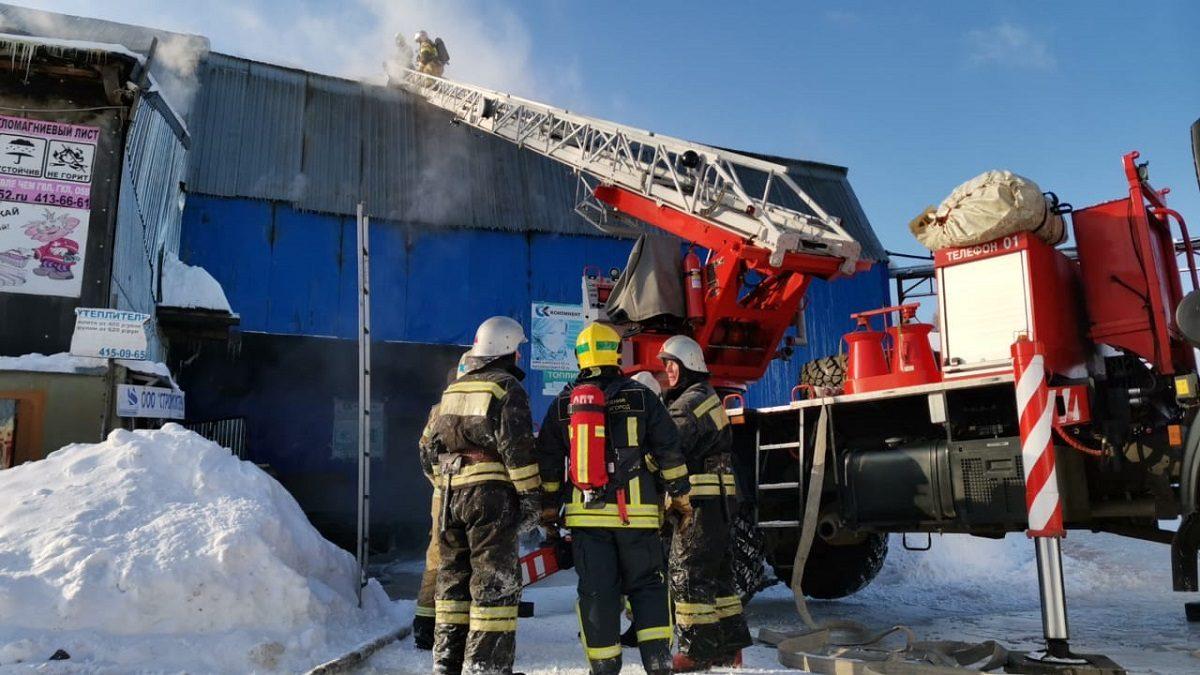 Опубликовано видео пожара в здании бывшего мясокомбината