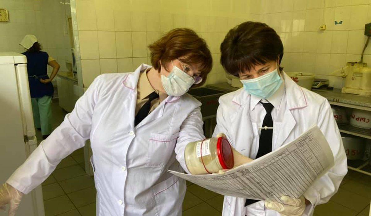 Восемь сотрудников пищеблоков школ и детских садов Нижнего Новгорода отстранили от работы