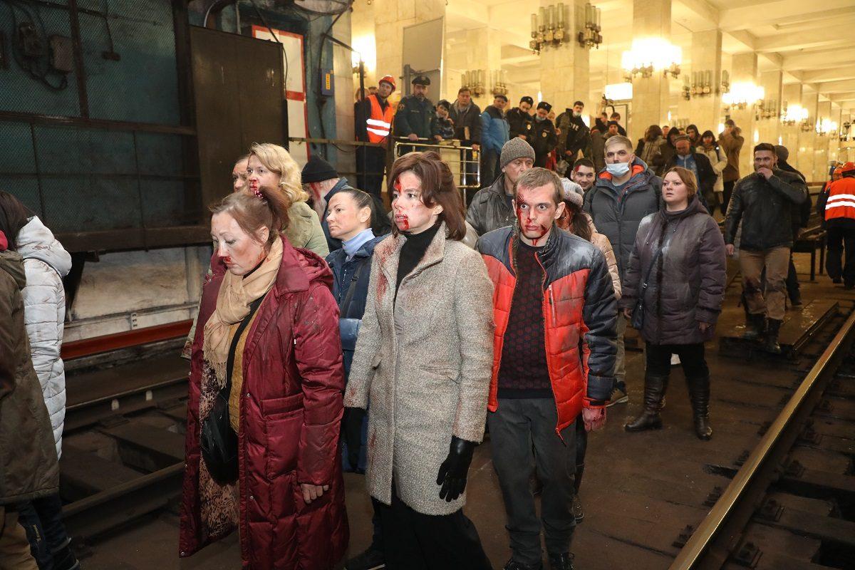 Апокалипсис в метро: смотрим 10 ярких фотографий с ночной съёмки сериала «Склифосовский» в Нижнем Новгороде