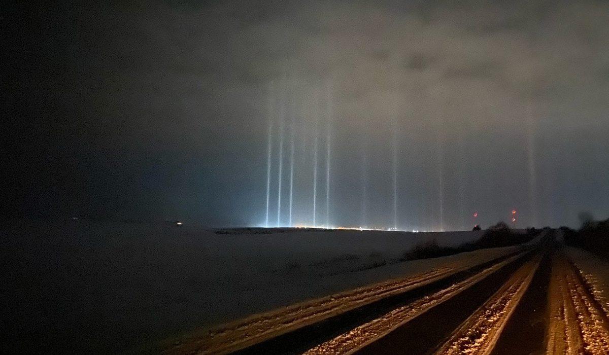 Фото дня: нижегородцы запечатлели световые столбы в разных районах области