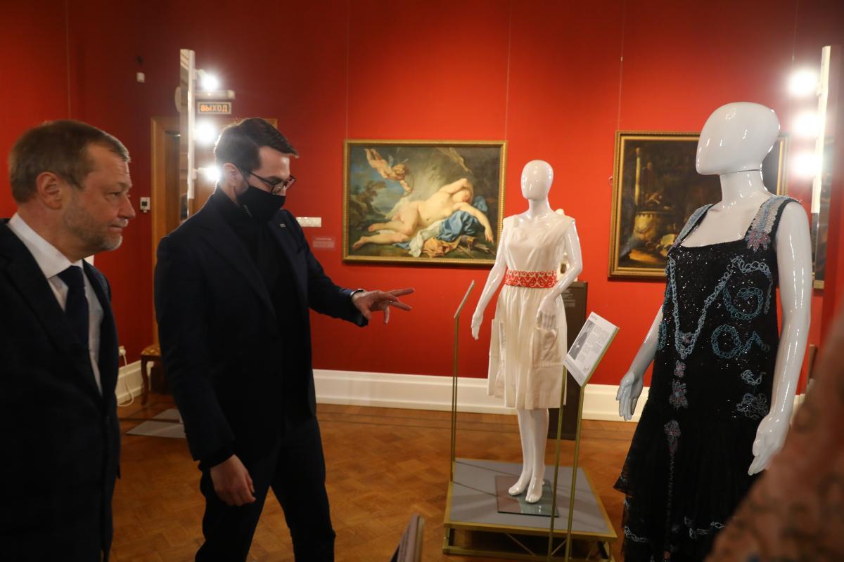 Юрий Филиппов Олег Беркович выставка платье с историей