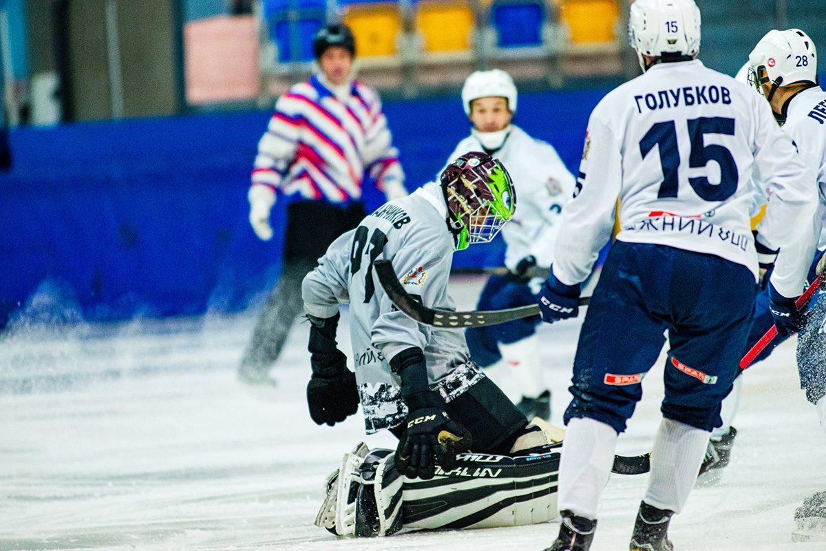 Хоккеисты «Старта» потерпели крупное поражение в Иркутске