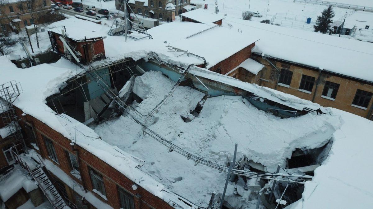 Спасатели опубликовали видео с места обрушения крыши в доме на Нижневолжской набережной в Нижнем Новгороде