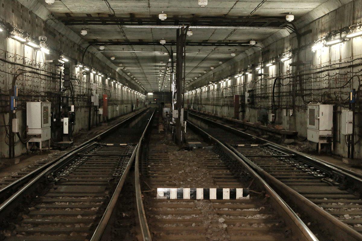 На станции метро «Горьковская» устранили дефект: движение возобновлено