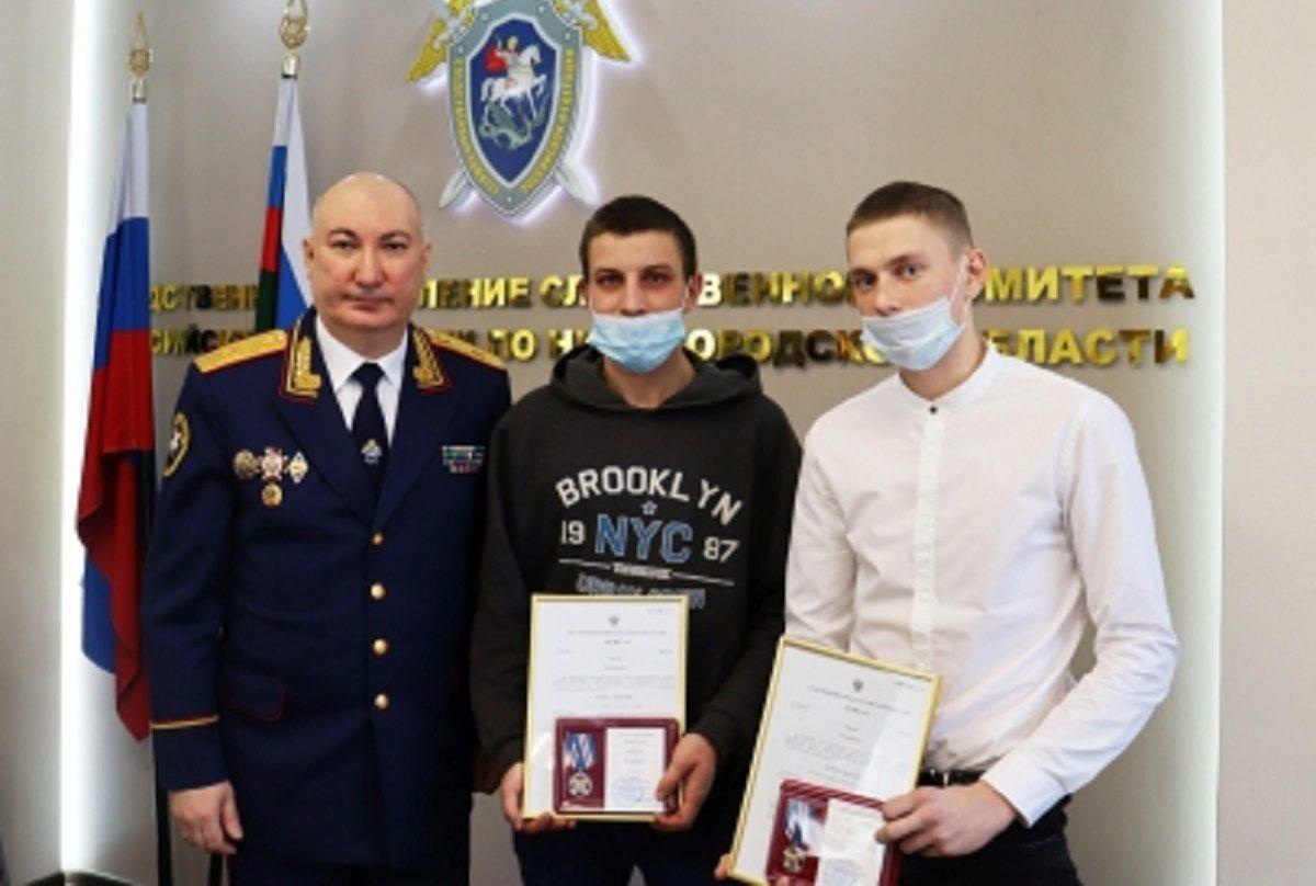 Двух нижегородцев наградили за спасение детей и их матери на пожаре