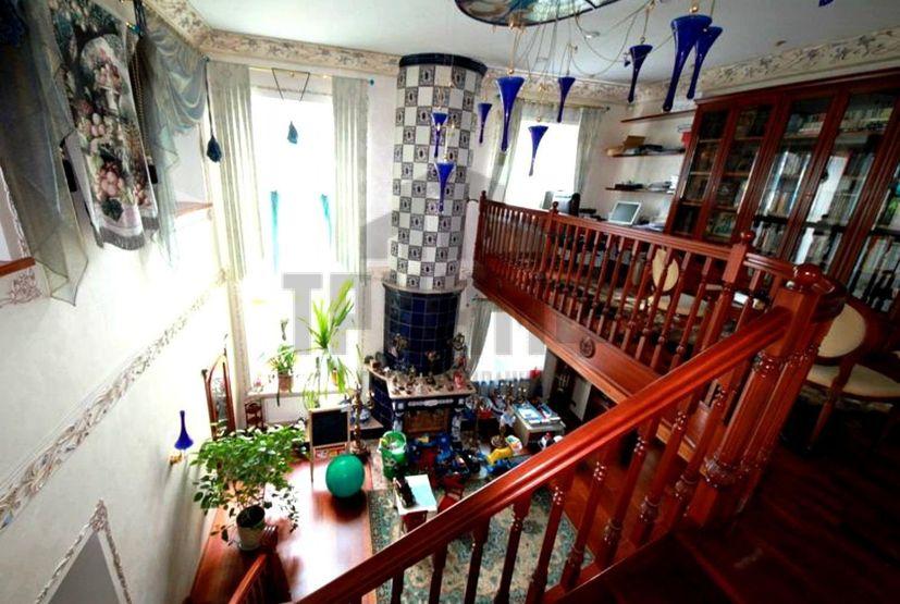 «Дворец» с бассейном, тренажерным залом и зимним садом продается в Нижнем Новгороде за 70 млн рублей