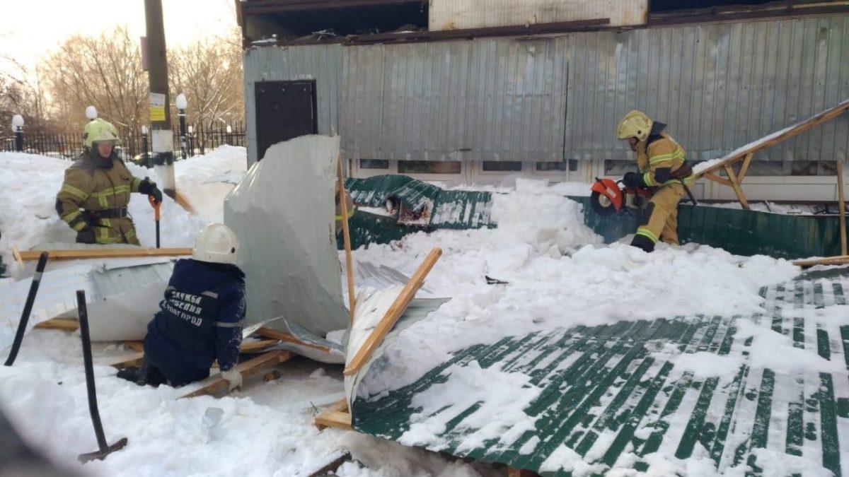Женщина погибла при обрушении торговой палатки на улице Родионова в Нижнем Новгороде