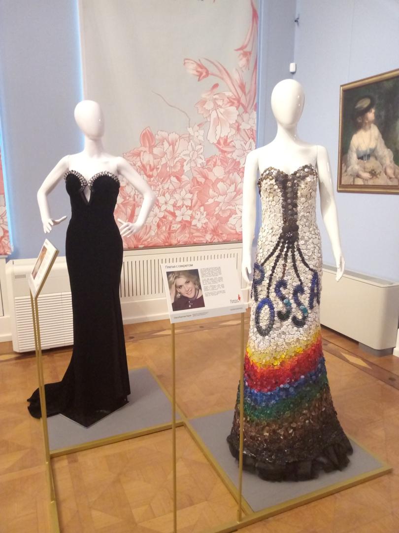 платье с пуговицами выставка платье с историей