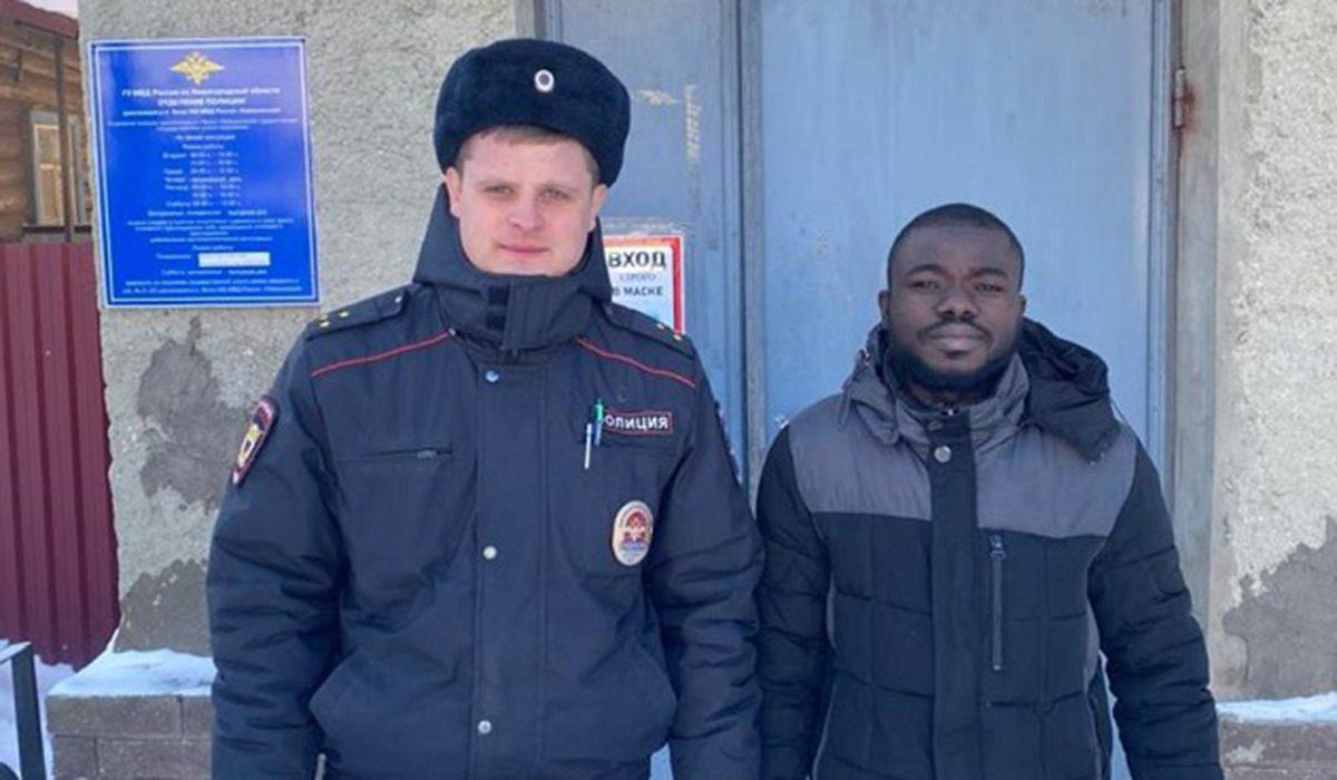 Нижегородские полицейские спасли замерзающего уроженца Африки на трассе