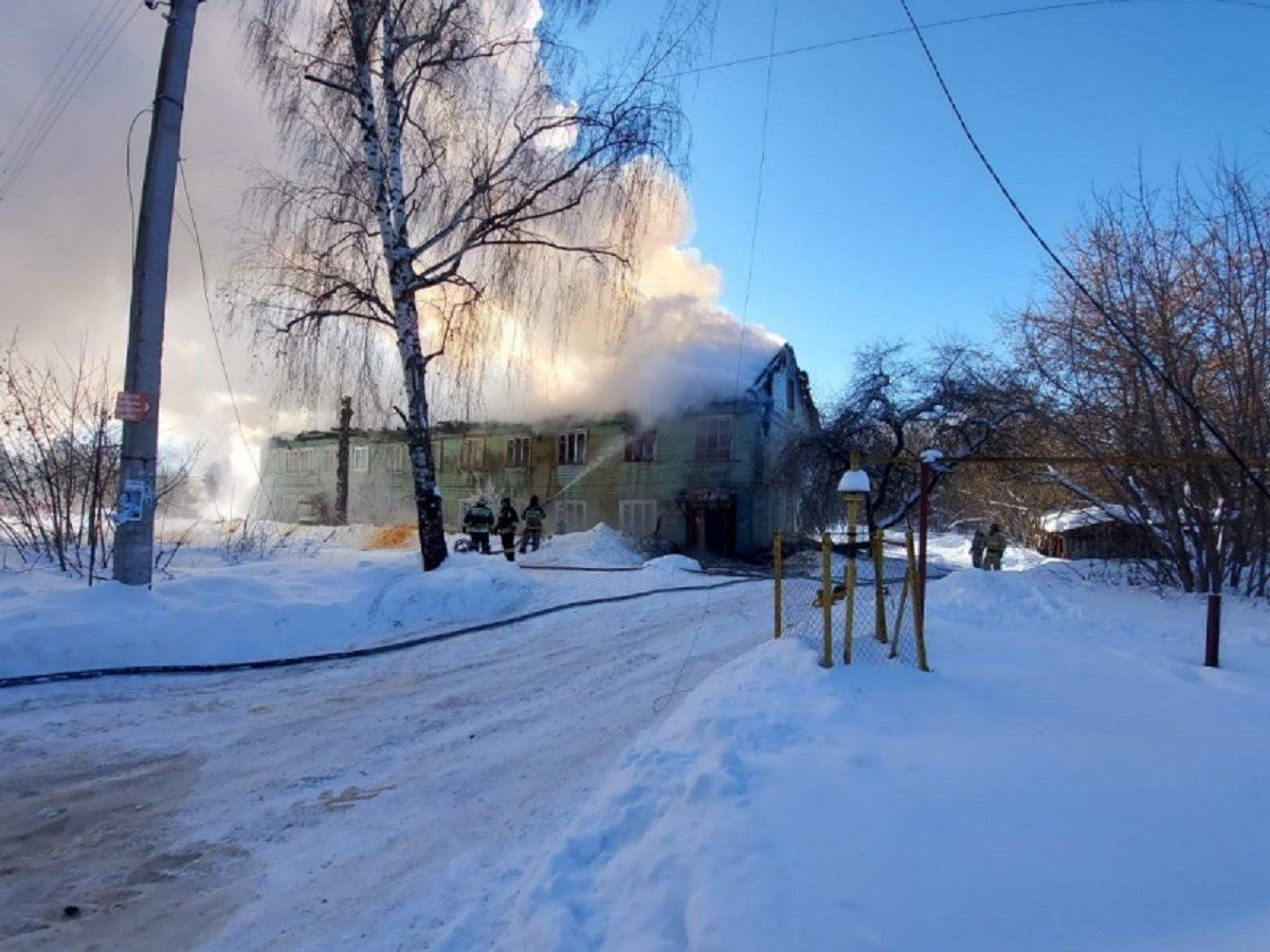 21 человека эвакуировали во время пожара в жилом доме в Балахне