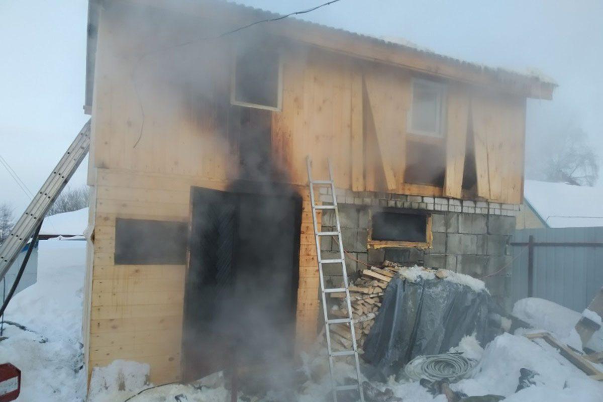 Два человека погибли в загоревшейся бане в Павлове