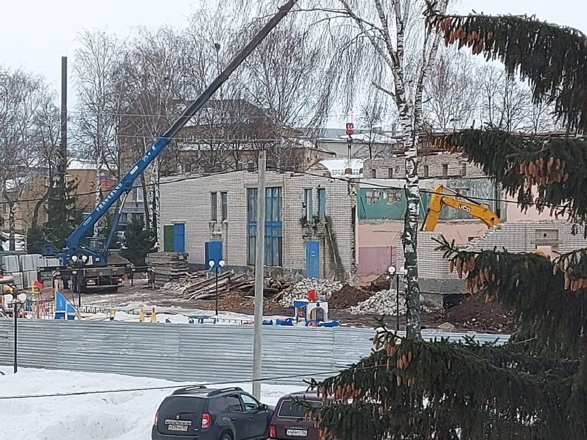 Несмотря на морозную погоду работы по реконструкции дома культуры в Княгинине идут по графику